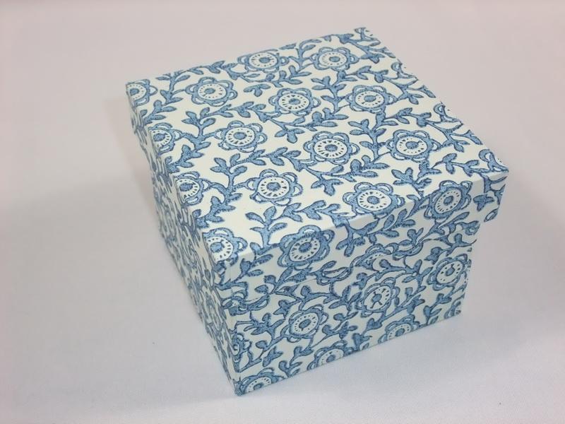 Box mit 10 x 10 x 8cm (h)