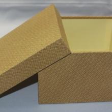 Stülpdeckel Box In Geflecht Deko, eine 17 x 17 x 10 cm große Version bietet auch Platz für andere Gegenstände.
